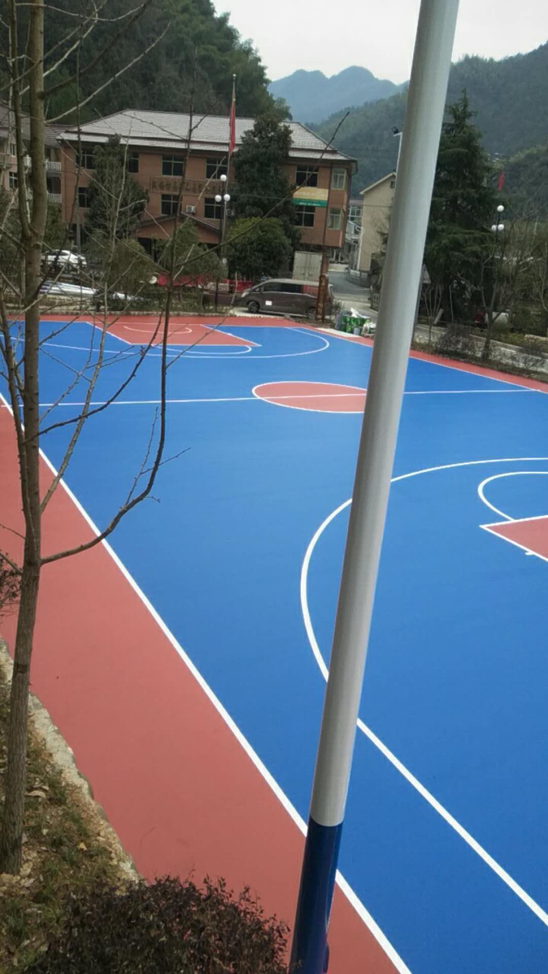 桐庐新民村篮球场完工
