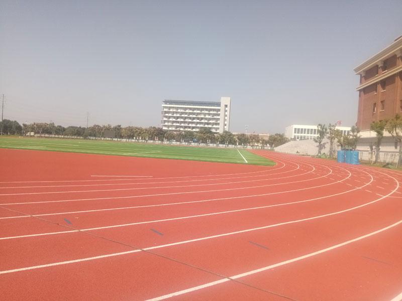 枫叶国际学校400米跑道